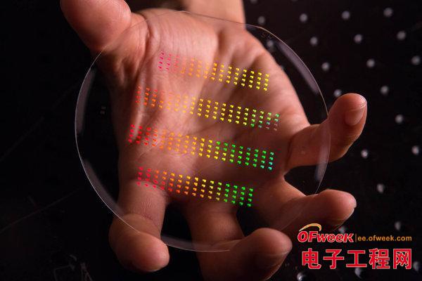 摩尔定律不死 纳米材料或让计算机芯片告别硅时代