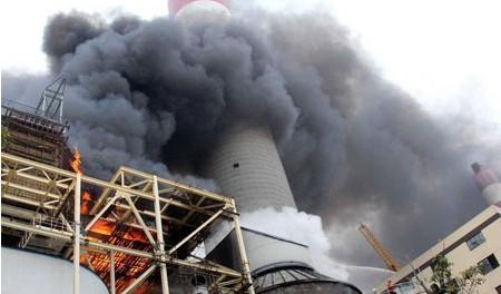 重庆南岸一个作坊发生火灾并且伴有臭味