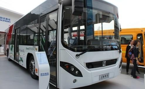 上海申沃展出的油电混合动力客车高清图片