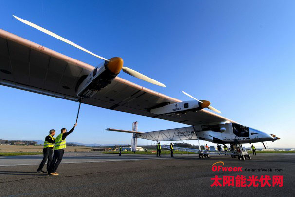 世界最大太阳能飞机巴黎航展飞行秀