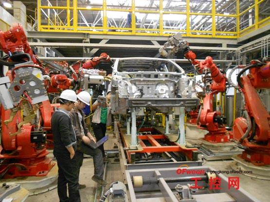 一汽车间新松工业机器人调试