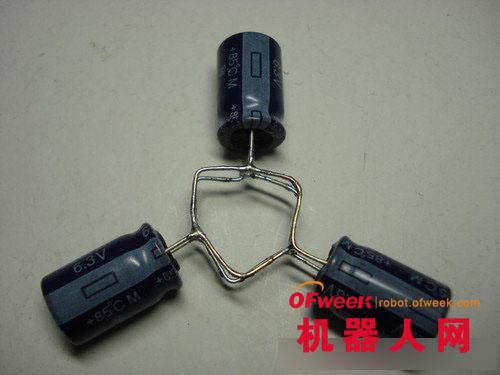 焊接好的电路板和电机