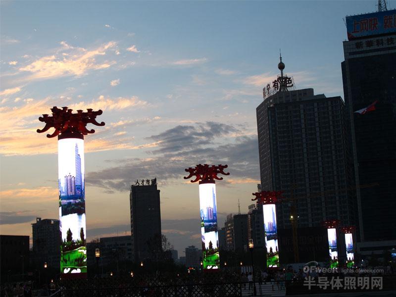 盘点中国五大城市地标性LED显示屏(高清图赏)