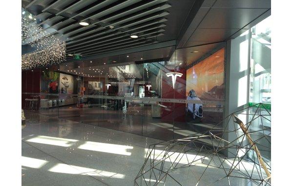特斯拉深圳体验店开业 将接受现场预定