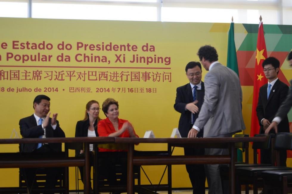 中巴领导人见证比亚迪签约南美首个铁电池工厂项目