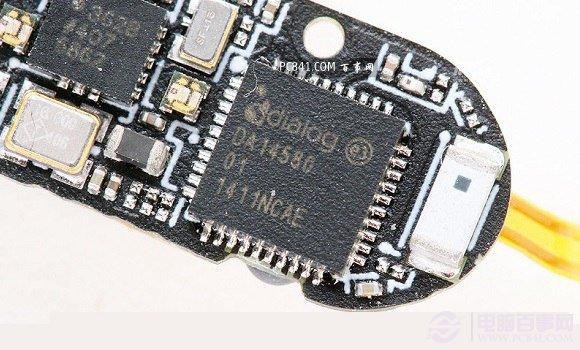 编后语:小米手环拆机到此就基本结束了,总体来说,小米手环由于采用防水设计,拆解上相对困难,需要暴力拆解。总体看,小米手环内部结构简单,但做工尚可。作为一款79元低价智能手环,小米手环基本具备了目前只能手环的主流功能,对于小米手机用户来说,还是非常值得体验的。