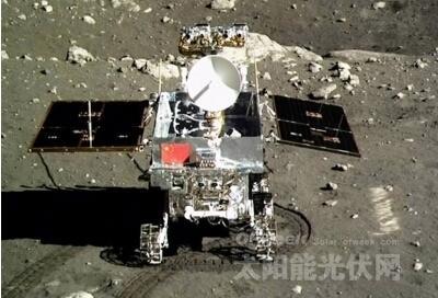 """正在月球上开展科学探测工作的""""玉兔""""号月球车"""