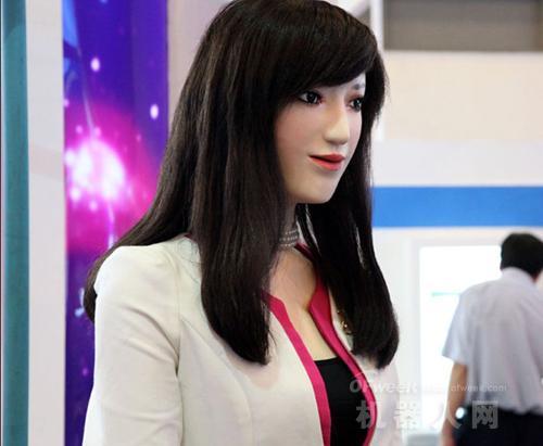 南昌:高仿真美女机器人亮相