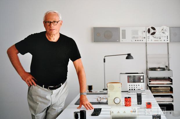 """""""迪特·拉姆斯""""字面上给人的印象只是一个很普通的名字——尽管人们并没有意识到上世纪50年代开始,家用电器开始进入大众生活,其中很多经典就是出自他手。他带领他的设计团队把品质优秀设计精良的产品带入千家万户。从剃须刀到录放机;计算器到闹钟;腕表到收音机,拉姆斯为德国著名家用电器厂商博朗设计的这些产品凭借超群的品质和优雅的功能成为家用电器的标杆,其他现代家用电器可以说都是向这个标准看齐的。"""