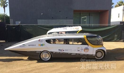 四座版太阳能电动车