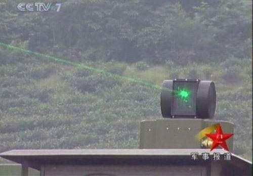 解放军战术级激光武器系统进行试射