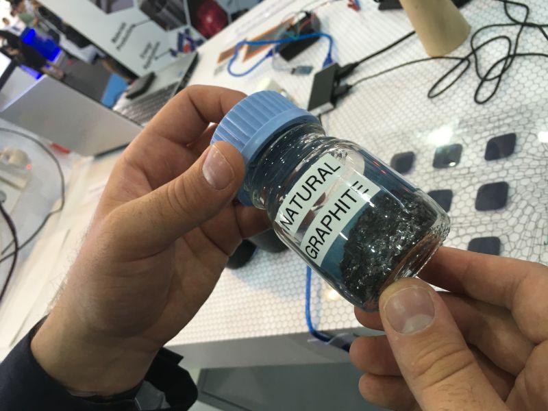 下一代石墨烯电池:手机五分钟充满电量