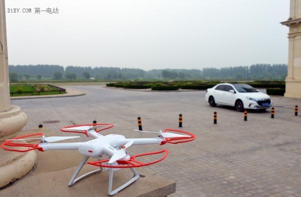 比亚迪秦车主试飞小米无人机:电池续航如何?