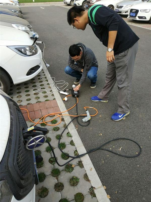 ofweek新能源汽车网 其它 正文    3,比亚迪e5可以给帝豪充电,插上后