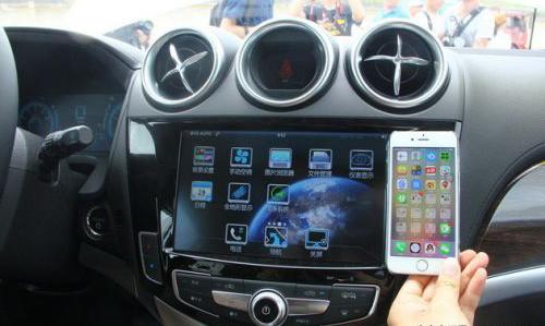 比亚迪唐的中控屏比三部iphone6并排加起来还大