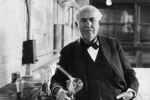 爱迪生和他发明的电灯