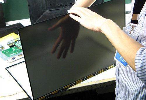 液晶在未通电情况下呈半透明状态