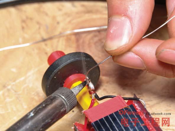 diy系列:国外牛人自制太阳能供电的磁悬浮电机