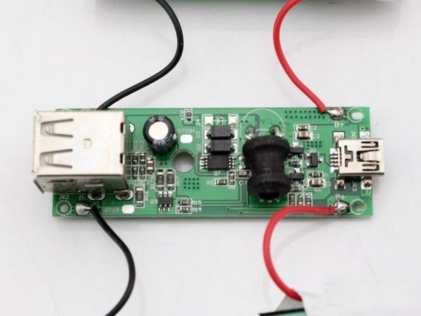 使用温度过高,没有有效的电源管理,只是劣质移动电源电路板的一个