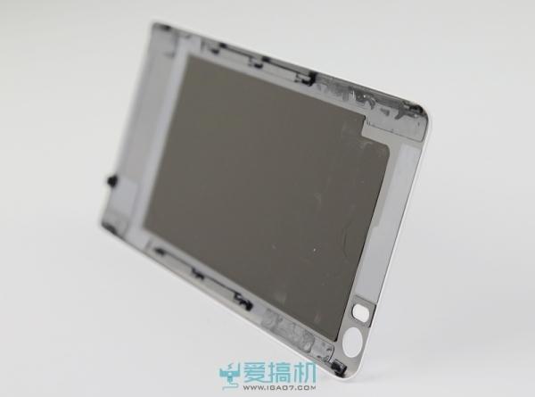 小米Note顶配版vs华为P8拆解评测对比:麒麟935骁龙810正面PK