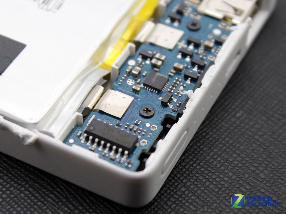 电芯容量10000mAh的紫米ZMI PB810暴力拆解!【附图】