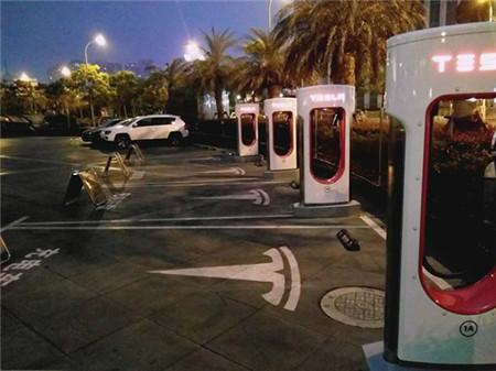 """特斯拉的""""永久免费""""沦为空谈:超级充电站要收费?"""