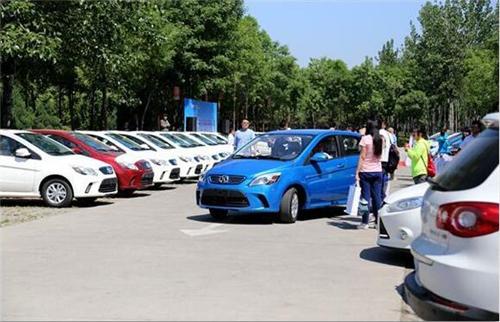 洞察者:中国第一批新能源车主的烦心事