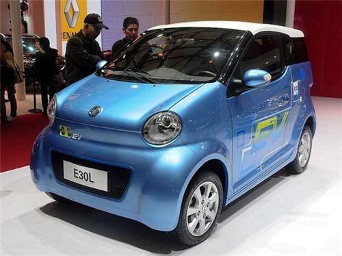 开着东风E30L纯电动汽车,老摩的长途自驾是种什么体验?
