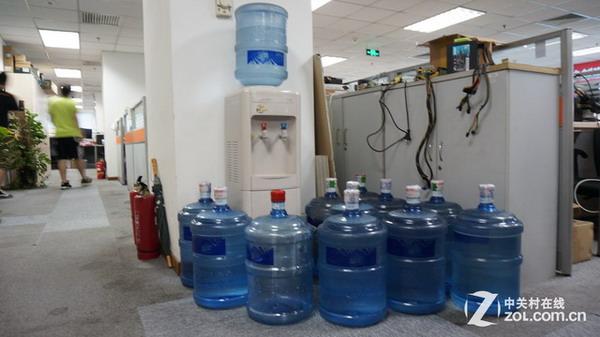 当你觉得渴了的时候,你自然而言就会去拿起手边的水杯去喝水.