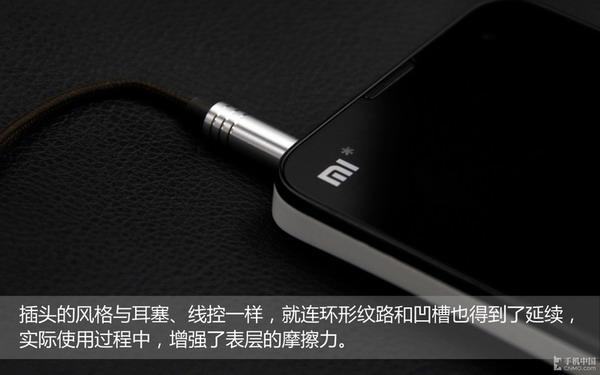 """体验:近距全角度看""""活塞""""   线控、耳机插头的样式与耳塞主体保持一致,同样的金属银配色,同样的螺纹和凹槽,它似乎想向用户传达一个信息:""""它源自于活塞,源自于机械,可以带来不一样的质感和使用体验。""""    试用:音质尚佳 兼容性差   音效方面,小米活塞耳机给人的感觉就是比较浑厚饱满,低音表现出色。高音方面,如果音量达到50%时就会有一定几率出现破音的现象,尤其是一些电子乐表现十分明显。"""