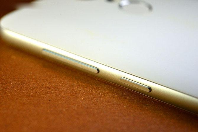 封装/测试 正文    360手机f4采用触摸按键设计,home键采用圆形设计
