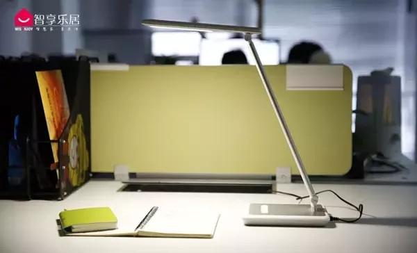 小米/飞利浦/明基等5款台灯对比评测:谁让你的眼睛最舒服?