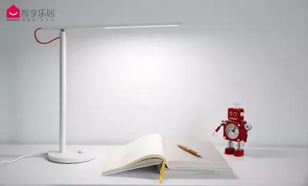 云联惠/云联惠/明基等5款台灯对比评测:谁让你的眼睛最舒服?