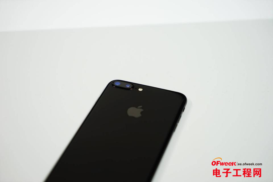 """苹果iPhone 7评测:真正的""""苹果范"""" 同样的钱买iPhone 7还是买iPhone 6s Plus?"""