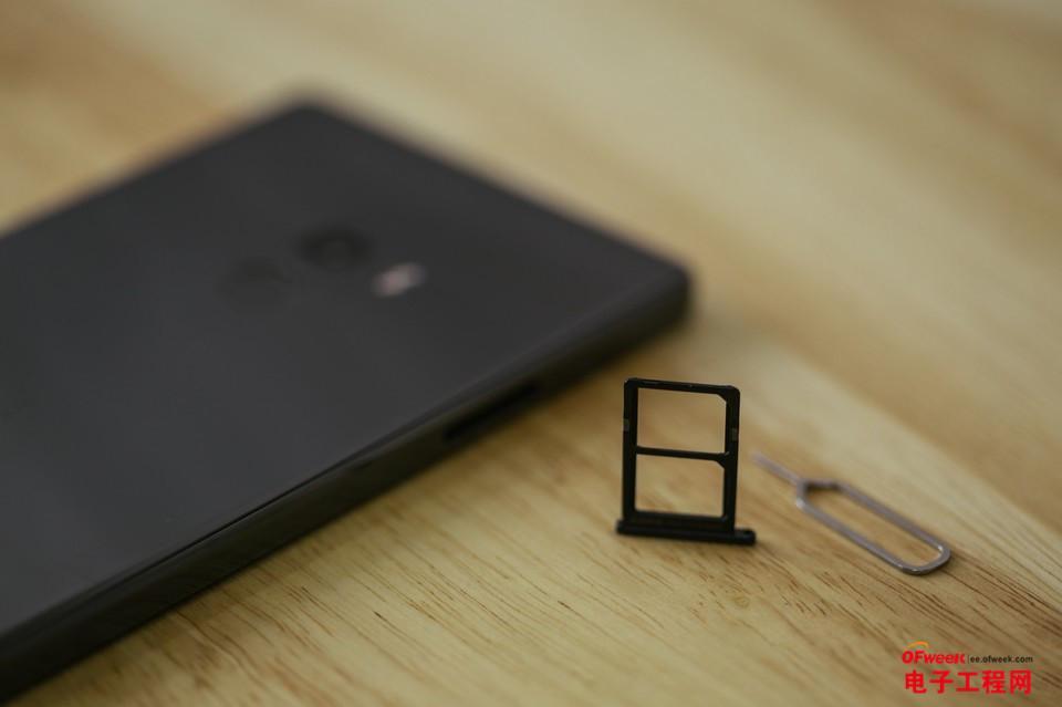 """小米MIX手机开箱体验:一款可以""""隐身""""手机 游戏无卡顿才是真的好"""